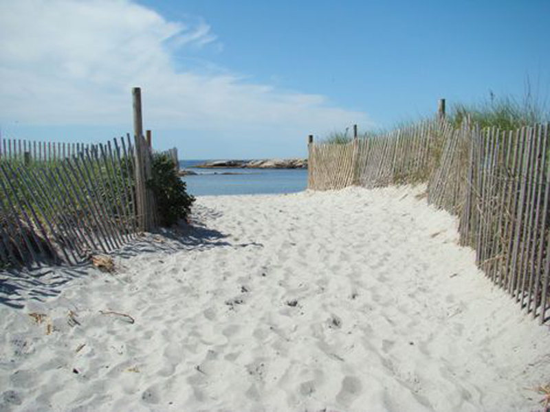 1gooseberry+beach3_credit+Discover+Newport_36f90b48-fc76-4900-b738-a05694491393-prv