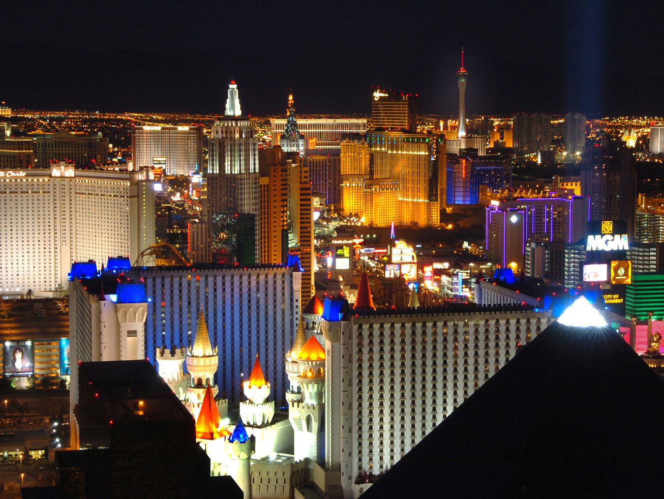 l3 1 latour las vegas strip view from mandalay bay 2 2005 california tours. Black Bedroom Furniture Sets. Home Design Ideas